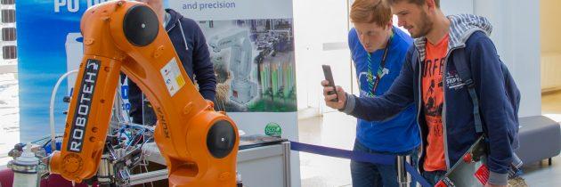 Na ljubljansko Fakulteto za elektrotehniko prihajajo roboti – DIR 2018