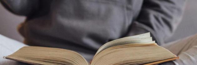 Znanost med knjigami: Pomen branja in pisanja